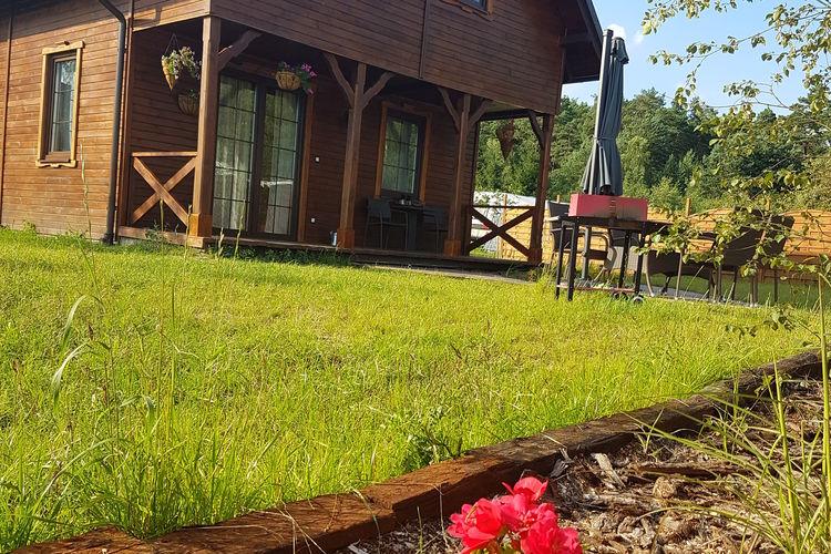Comfortabel houten huis voor 6 personen aan het meer in Bory Tucholskie