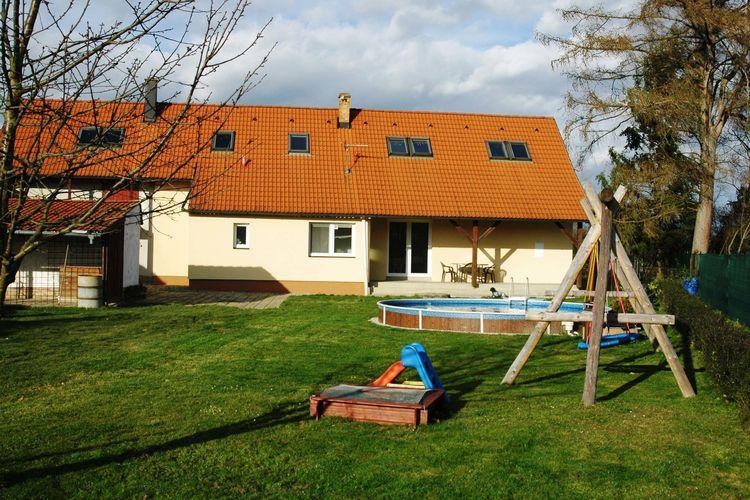 Vakantiehuis met zwembad met wifi  Radomilice  Jajil