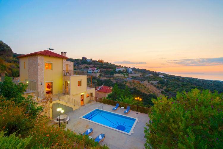 Villa met zwembad met wifi  MaroulasVilla Sun