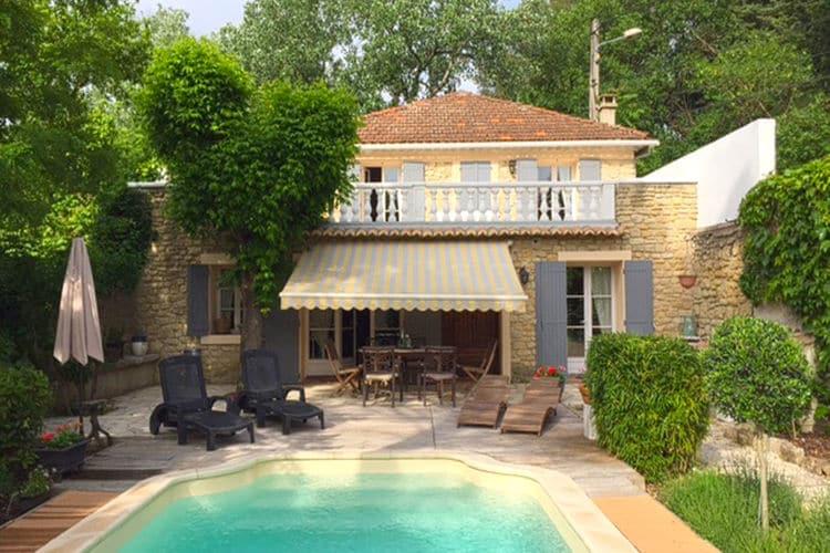 Vakantiehuis met zwembad met wifi  CarpentrasMaison Martinet