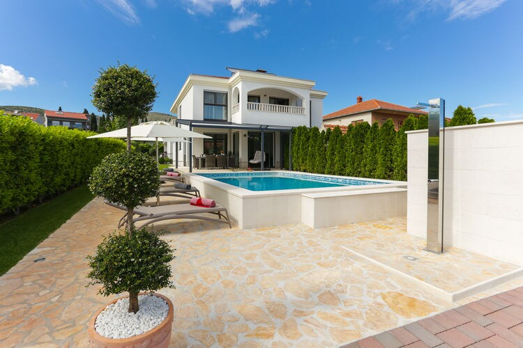 Kroatie | Dalmatie | Villa te huur in Trogir met zwembad  met wifi 11 personen