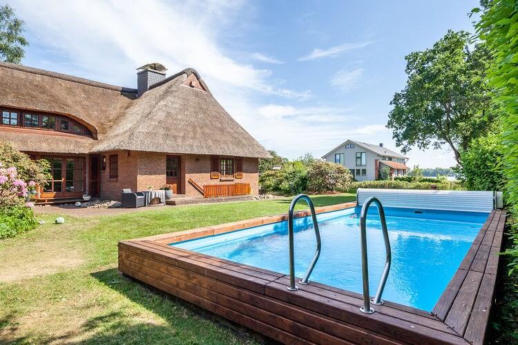 Vakantiehuis met zwembad met wifi  Klein-Barkau6- Raum- Ferienhaus REETselig am See mit Pool