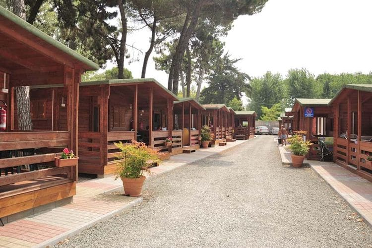 Toscana Bungalows te huur Gezellige bungalow op slechts 50m van zee  op een camping in Toscane en Ligurië