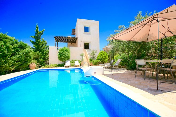 Villa met zwembad met wifi  kretaVilla Myrsini