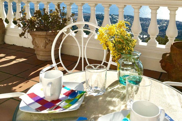lig Villas te huur Prachtige villa met uitzicht op zee, dromerige zonsondergangen, ontspannen maar!