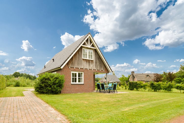 Vakantiewoning  met wifi  Gasselte  Luxe woning met veel privé grond en rustige ligging op bungalowpark de Kremmer