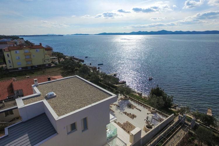 Kroatie | Dalmatie | Villa te huur in Kozino   met wifi 10 personen