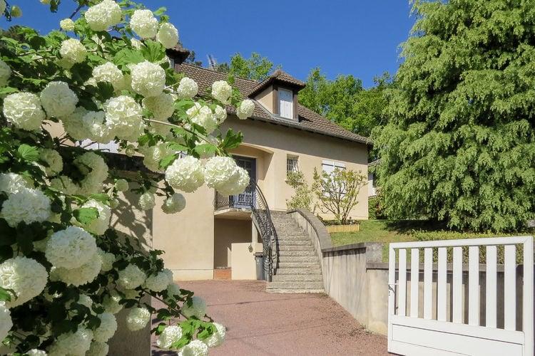 Vrijstaande villa, dichtbij Lascaux, met grote omheinde tuin.