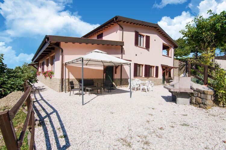 Boerderijen Italie | Marche | Boerderij te huur in Apecchio met zwembad  met wifi 6 personen