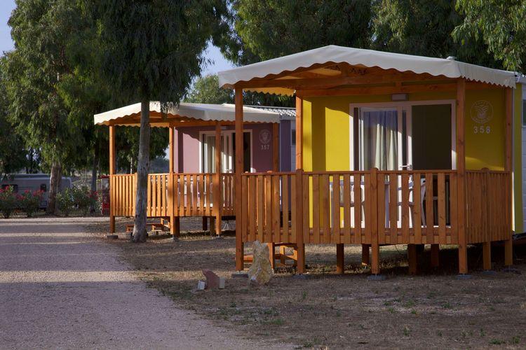 Sardegna Chalets te huur Comfortabel chalet op park met vele faciliteiten op een steenworp van het strand