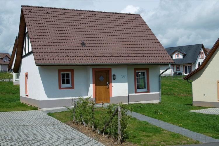 Moezel Villas te huur Vrijstaande villa met sauna en twee badkamers, gelegen op resort met golfbaan