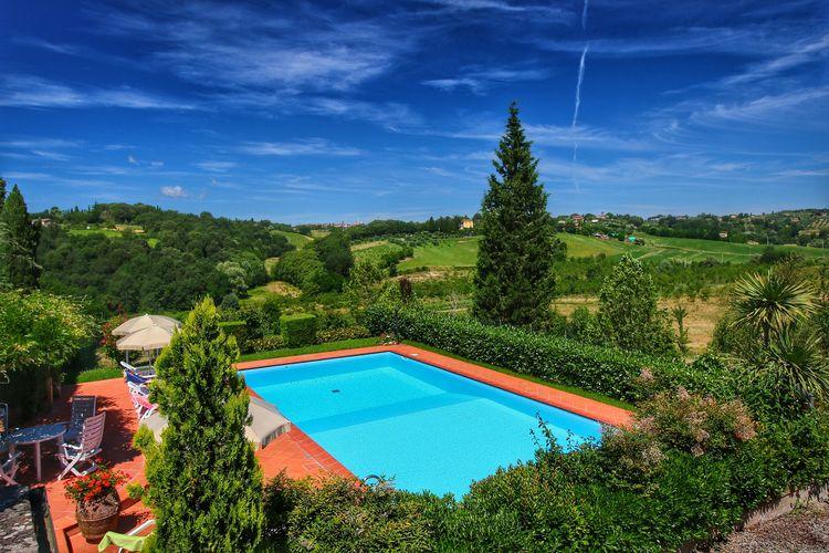Mooi 4 persoons appartement met prachtig uitzicht in Toscane