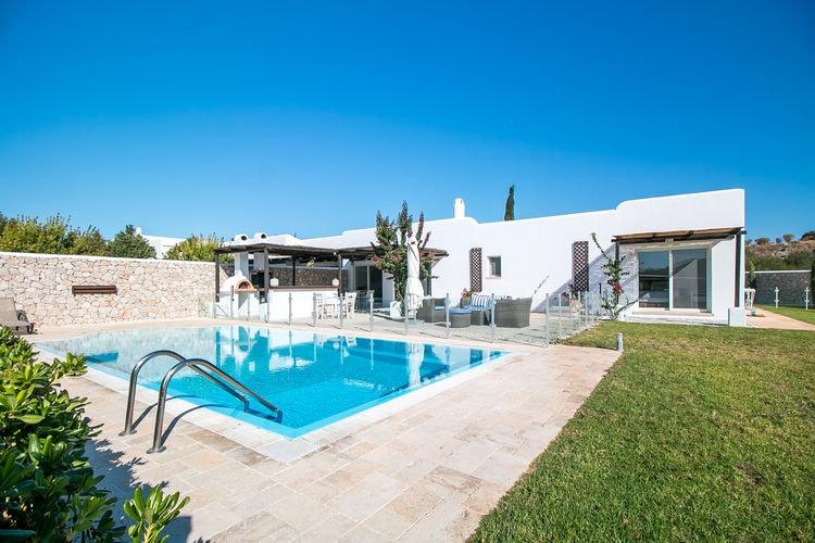 Villa met zwembad met wifi  Kalythies  Mooie traditionele villa  dichtbij de kust met zwembad en dichtbij de golfbaan