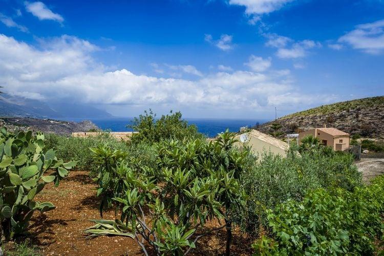 Vakantiewoning huren in Castellammare-del-Golfo -   met wifi  voor 4 personen  Deze villa ligt op ongeveer 1 km a..