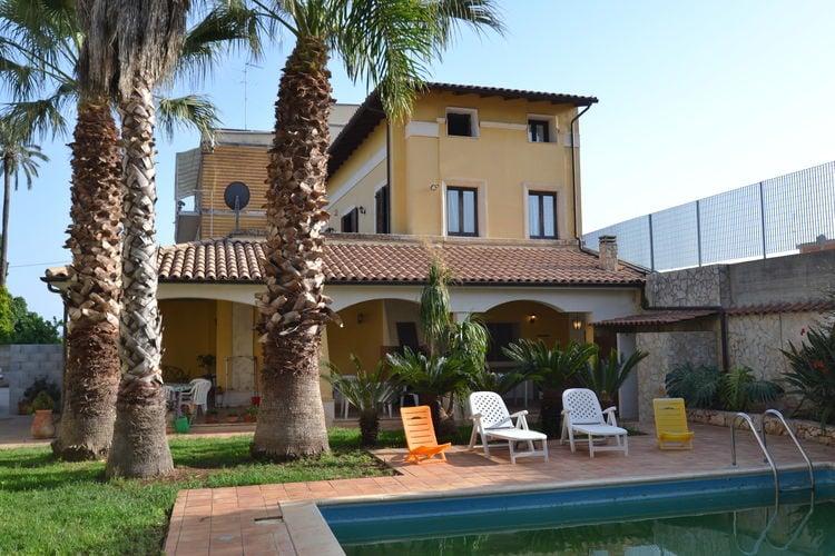 Floridia Vakantiewoningen te huur Gezellige villa met privézwembad in Floridia, vlakbij Syracuse.