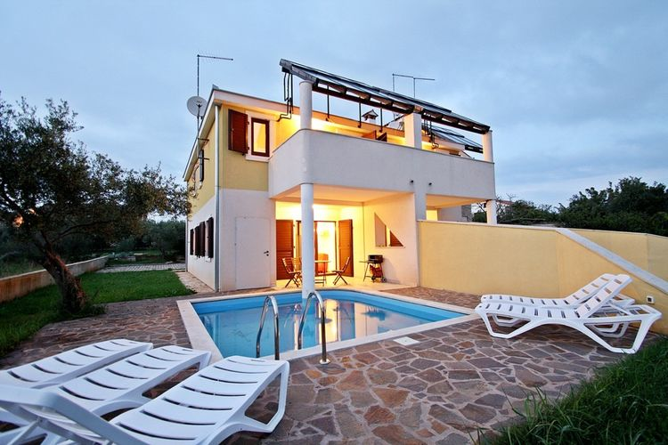 Vakantiewoning huren in Novigrad - met zwembad nabij Strand met wifi met zwembad voor 7 personen