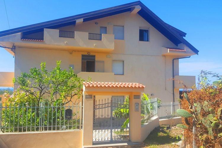 Basilicata Villas te huur Appartement met terras met zeezicht, maar 600 meter van zee.