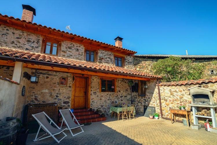 Castilla Y Leon Vakantiewoningen te huur Sfeervol landhuis met ruim terras en uitzicht op de bergen