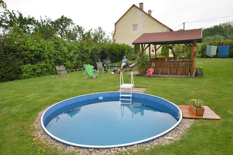 Vakantiewoning met zwembad met wifi  Lukov- Štěpánov  Fraai vakantiehuis met grote tuin en zwembad in de groene rust van Stepanov