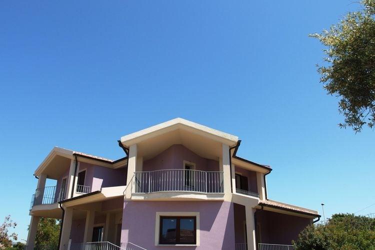 Villa huren in Sardegna - met zwembad  met wifi met zwembad voor 10 personen  De villa is geschikt voor gezinnen..