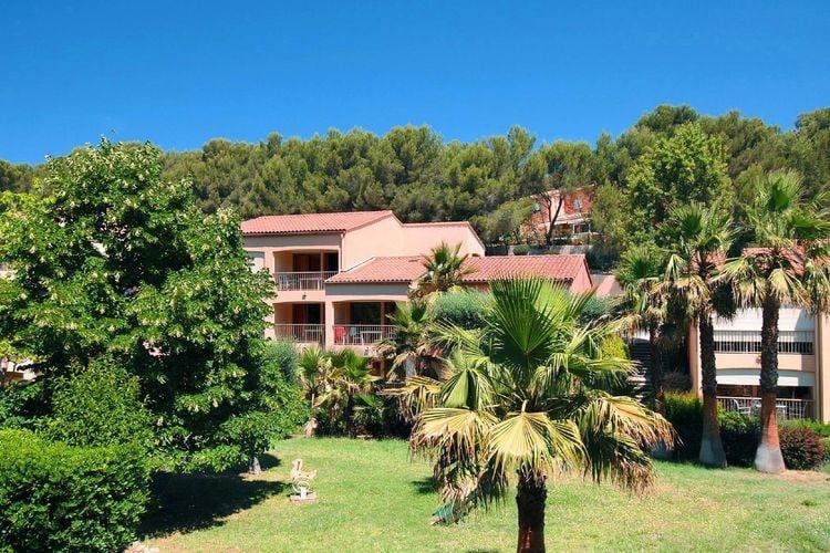 Uitnodigend vakantieparkje in het groen, nabij Bandol en het strand