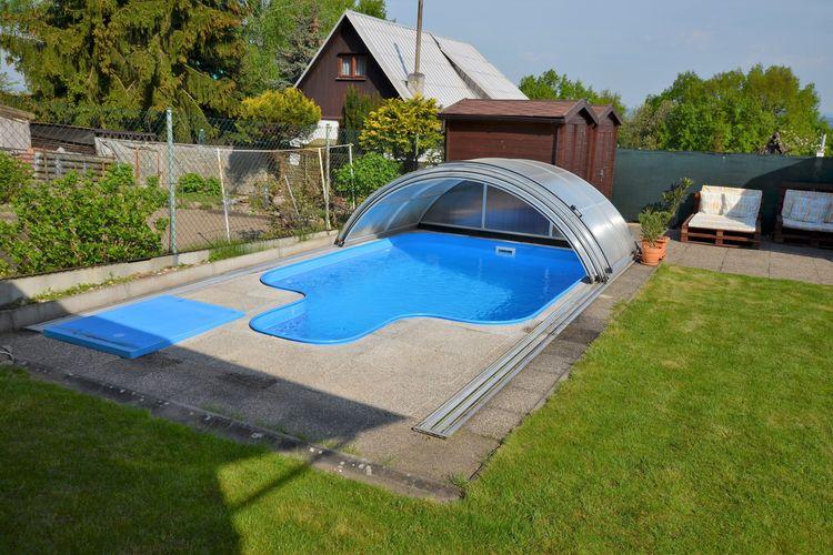 Tsjechie | Praagomgeving | Chalet te huur in Modiice met zwembad  met wifi 4 personen