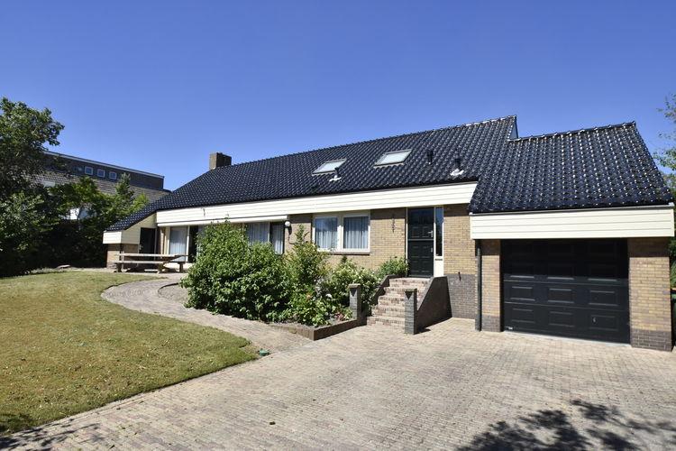 Julianadorp Vakantiewoningen te huur Vrijstaande villa in rustige woonwijk met grote tuin bij Noord-Hollandse Zeekust