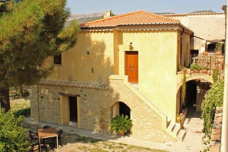 Guardavalle Vakantiewoningen te huur Vakantiewoning op landgoed, omgeven door citrus- en olijfbomen, 7km van zee.