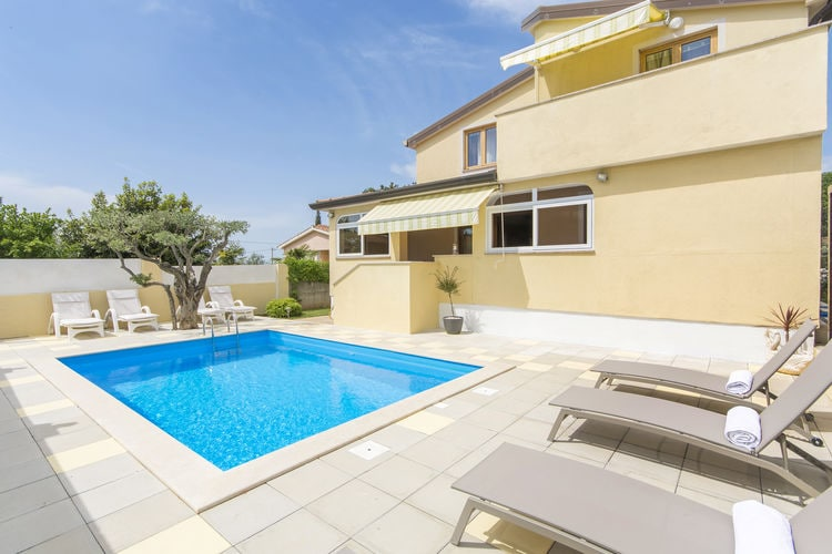 Appartement met zwembad met wifi  IstrieApartment Complex Sani with Pool \/ One-Bedroom Apartment Sani II with Roof Terrace and Shared Pool