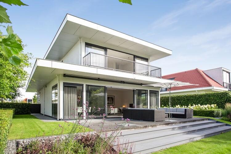 Villa  met wifi  Zeewolde  Prachtige villa met grote tuin aan het water, met eigen aanlegsteiger.