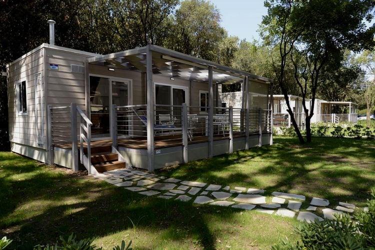 Campania Chalets te huur Chalet met heerlijk terras op park met vele faciliteiten en prachtig privéstrand