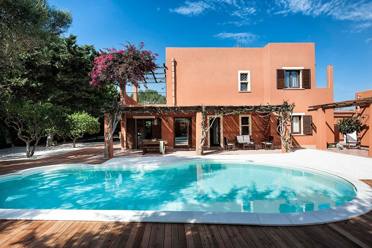 Marsala Vakantiewoningen te huur Fraaie villa met zwembad, gelegen in de omgeving van Marsala, een stadje aan zee
