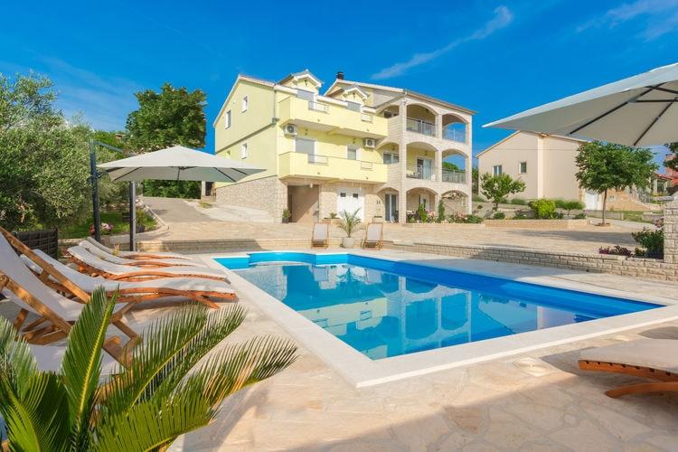 Kroatie | Dalmatie | Villa te huur in Lisicic met zwembad  met wifi 12 personen