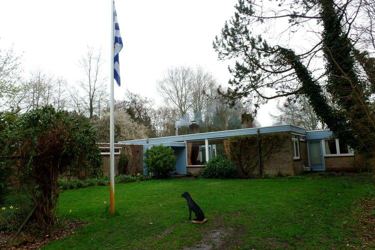 Vakantiewoning huren in Nieuw-Haamstede -   met wifi  voor 10 personen  De woning heeft een ruime eetkamer..