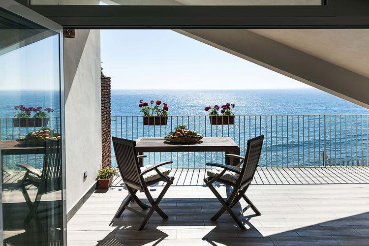Appartement  met wifi  Taormina  Appartement 20m van het strand en vanuit het terras een prachtig uitzicht op zee