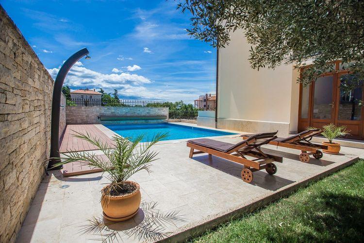 Novigrad Vakantiewoningen te huur Fijn appartement met gezamenlijke tuin en zwembad, vlakbij Novigrad en strand