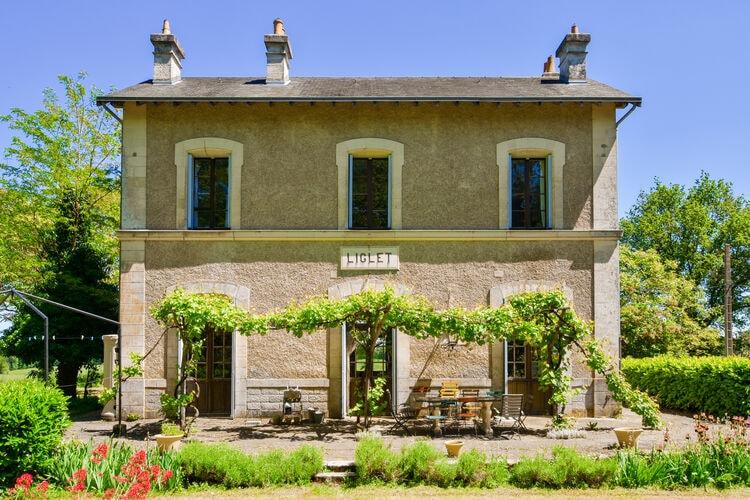 Frankrijk | Pays-de-la-loire | Vakantiehuis te huur in Liglet met zwembad  met wifi 9 personen