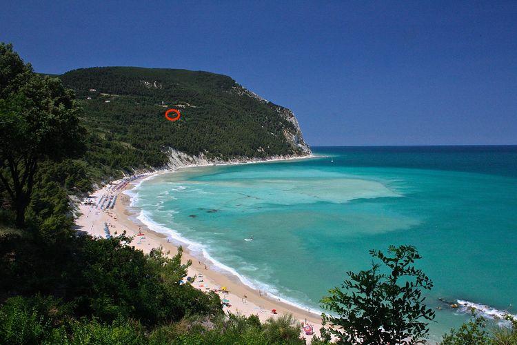 Italie | Marche | Villa te huur in Sirolo met zwembad  met wifi 11 personen