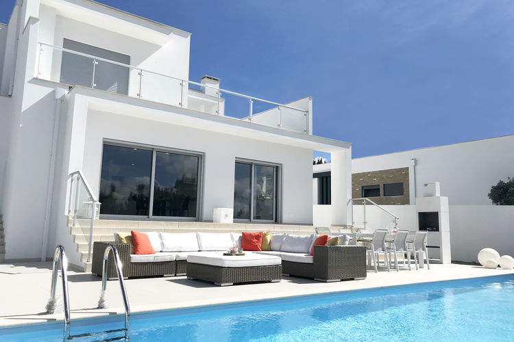 Villa met zwembad met wifi  NadadouroCasa Romama