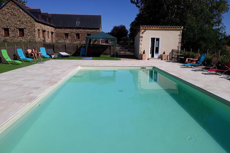 Frankrijk | Pays-de-la-loire | Vakantiehuis te huur in Montreuil-sur-Maine met zwembad  met wifi 10 personen
