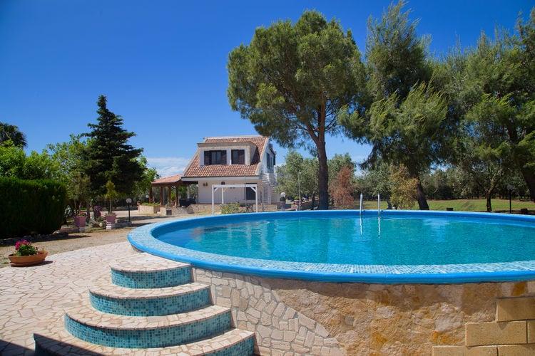 Italie | Puglia | Villa te huur in Tuglie met zwembad  met wifi 10 personen