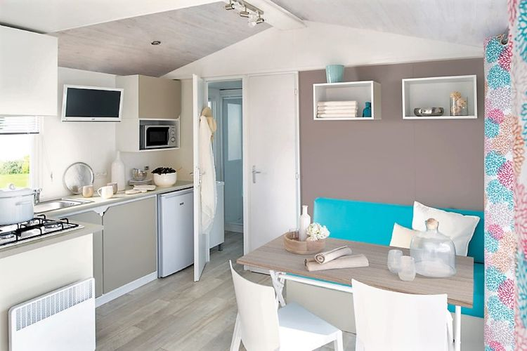 Ref: AT-9751-01 2 Bedrooms Price