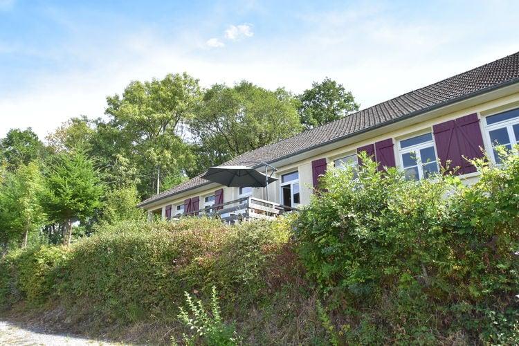 Cuzy Vakantiewoningen te huur Gite met prachtig uitzicht en omheinde tuin ideaal voor 2 gezinnen of een groep