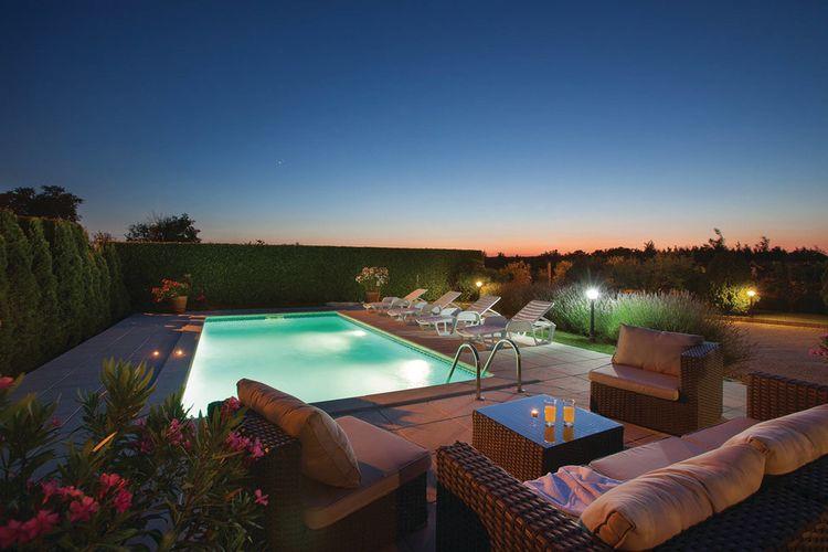 Kunj (Rasa) Vakantiewoningen te huur Charmante villa met grote gezellige tuin en zwembad in het oosten van Istrië