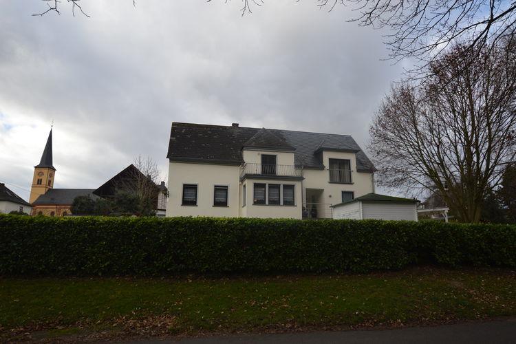 Appartement  met wifi  Trittenheim  Prachtige woning direct aan de Mosel met grote omheinde tuin en parkeerplaatsen