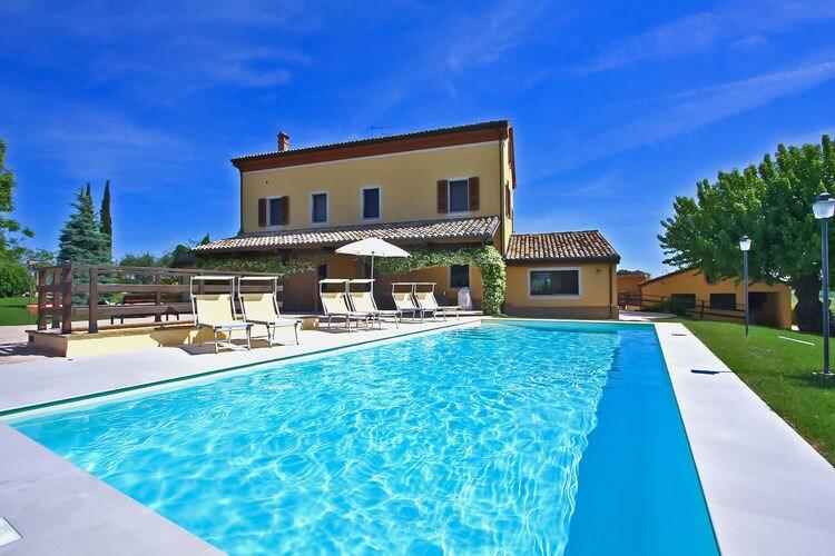 Villa met zwembad met wifi  Senigallia  Villa met privézwembad, ruime tuin, dichtbij de Adriatische kust