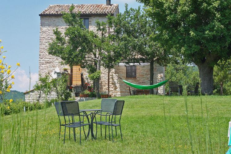 Italie | Marche | Villa te huur in Acqualagna met zwembad  met wifi 8 personen