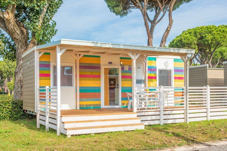 Chalet met zwembad met wifi  Roma  Chalet op leuk vakantiepark dichtbij gezellige badplaats en Rome