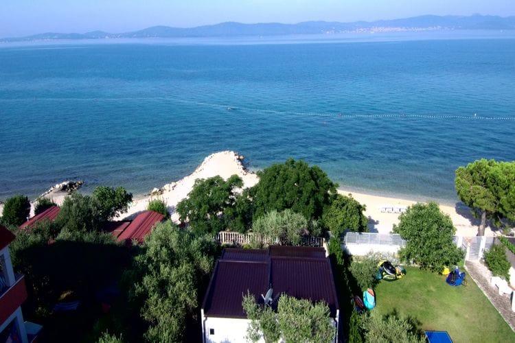 Sta caravan  met wifi  Bibinje  Mooie stacaravan met privétuin, overdekt terras, direct aan het strand!