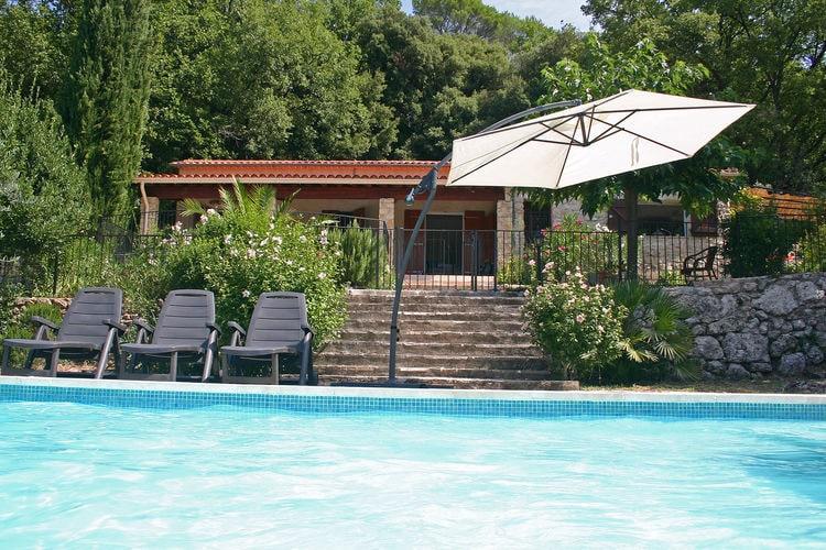 Villa met zwembad met wifi  Bargemon  Luxe, hypo-allergene villa met airco, omheind zwembad,  gastverblijf, speeltuin